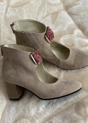Крутые ботинки ботильоны боты на устойчивом каблуке ботінки