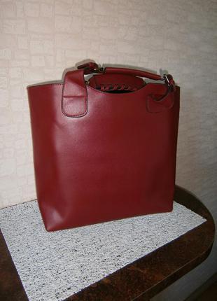 Большой, красивый шоппер с внутренней сумкой.