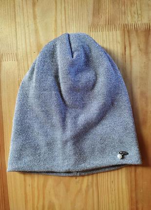 Сіра, осіння шапочка