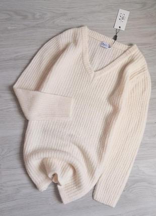 Молочный удлинённый базовый тёплый свитер