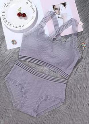 Женское нижнее белье с кружевом серый комплект топ и трусики