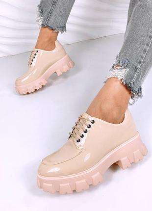 Лаковые туфли-броги