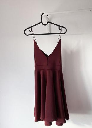 Коротка вечірня сукня на бретелях