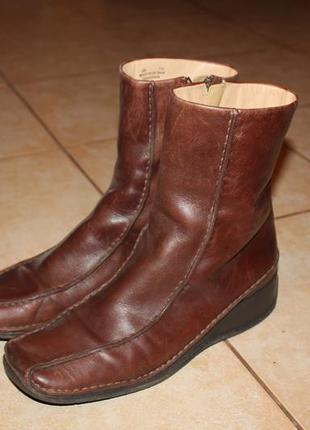 Кожаные сапоги clarks