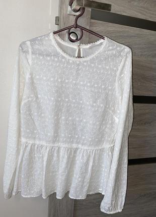 Белая блузка из натуральной ткани
