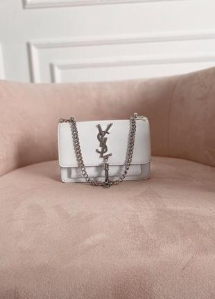 Белая сумочка из экокожи на цепочке