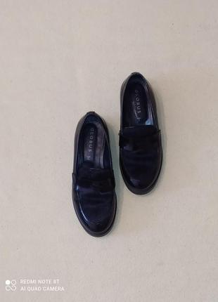 Стильные кожаные туфли-лоферы globus shoes италия