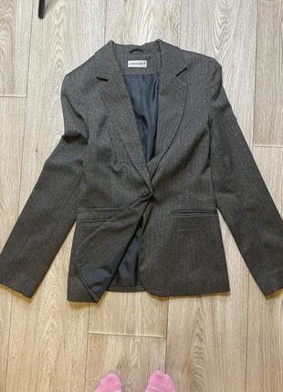 Пиджак с длинным рукавом на одной пуговице
