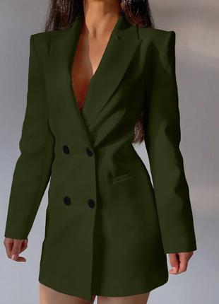 Приталённое платье-пиджак на пуговицах с открытой спиной