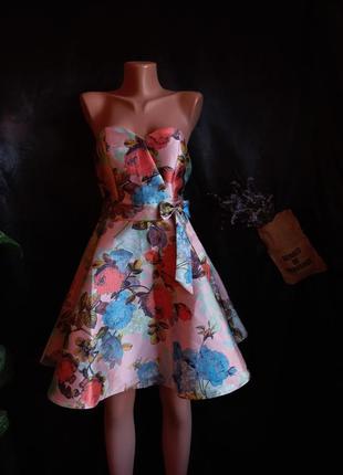 Шикарное платье chi chi london плотное структурированное в цветы розовое бэби- долл  babydoll