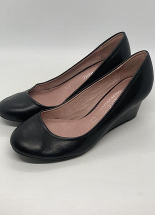 Кожаные туфли на платформе 36р