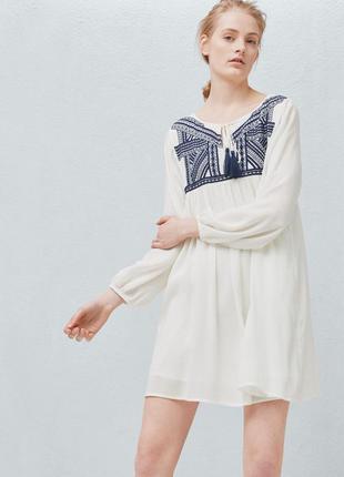 Красивое платье mango с вышивкой р. s белое