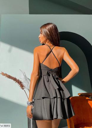 Женское короткое платье с открытой спиной
