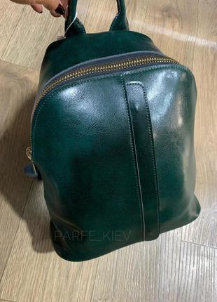 Зелёный кожаный женский городской рюкзак с большой молнией недорого