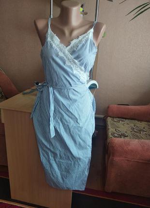 Платье халат в полоску с кружевом на запах