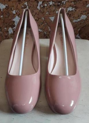 Туфлі лакові 37 розмір