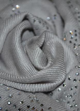 Очень красивый нарядный шарф шаль палантин bhs серый серебристый со стразами