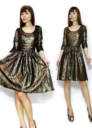 Гипюровое золотое платье с кружевом