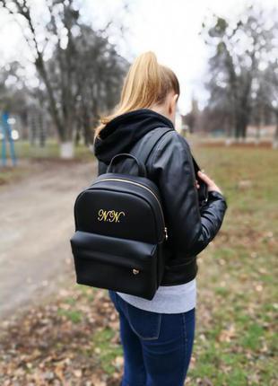 Женский черный рюкзак с вышивкой