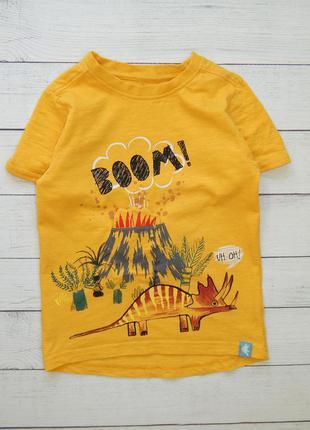 Жёлтая футболка с динозавром от nutmeg, для мальчика 4-5 лет.