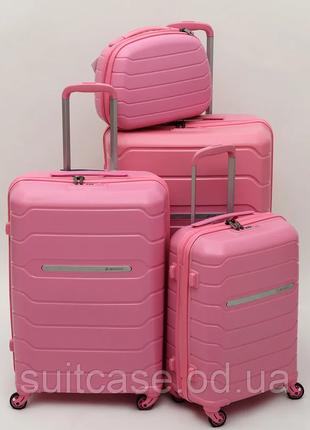 Прочный дорожный чемодан из полипропилена польша