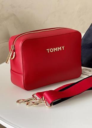 Красная сумка iconic tommy hilfiger