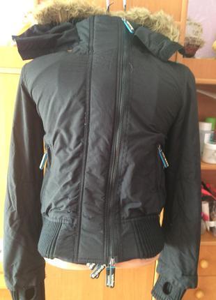 Куртка спортивная с высоким воротником и манжетами. внутри флис, superdry.