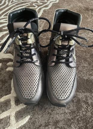 Кросівки-снікерси