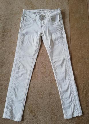 Белые джинсы jennyfer 42-44 p