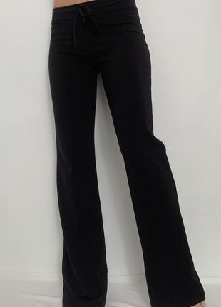 Прямые спортивные штаны с рефлективными полосами