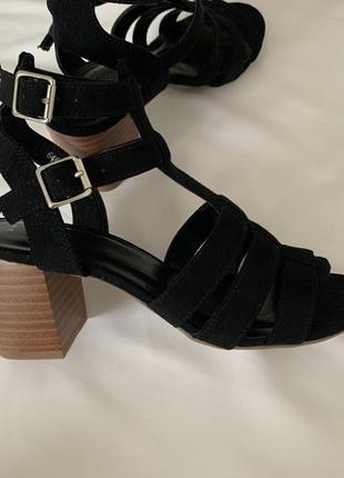 Замшевые босоножки/ туфли с квадратным каблуком
