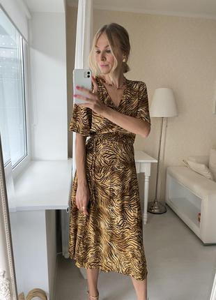 Леопардовое платье на запах анималистический принт