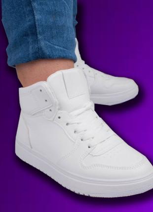 Женские белые завышенные кроссовки экокожа