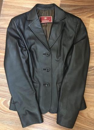 Кожаный приталенный пиджак