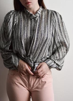 Винтажная рубашка блузка с красивыми пуговицами и объемными рукавами