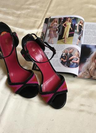 Босоножки чёрно розового цвета с бисером босоніжки на каблуке размер 35/36 sergio rossi