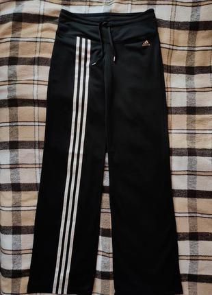 Спортивные штаны адидас adidas клёш три полоски черные