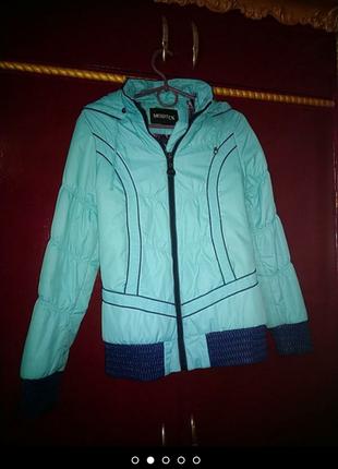 Яркая мятная куртка