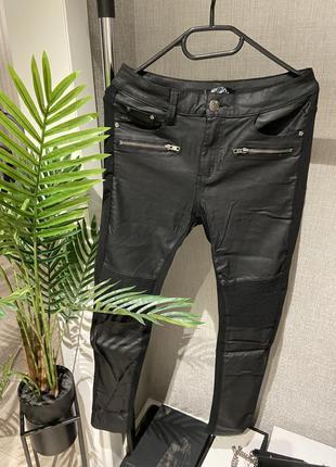 Супер классные комбинированные брюки легенсы лосины с пропиткой напылением