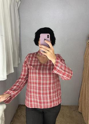 Стильная блуза с чокером