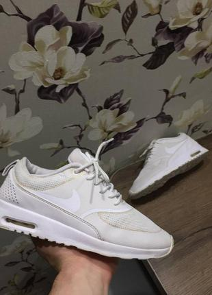 Оригинальные женские кроссовки nike. белые демисезонные 37 размер. найк nike air max thea