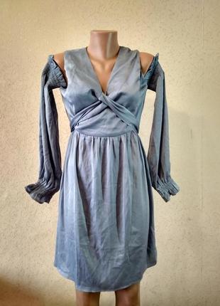 Атласна сукня з відкритими плечима і декольте. lost ink