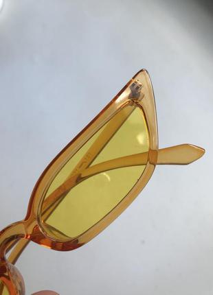 Стильные желтые очки