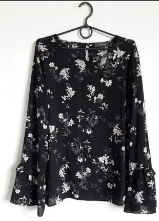 Блузка нежная с цветочным принтом