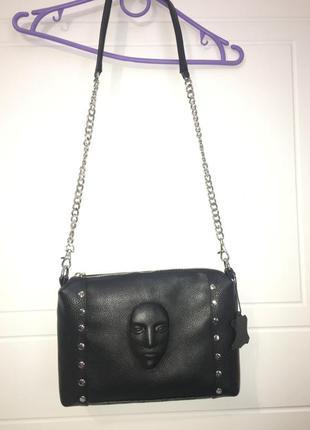 Эксклюзивная кожаная сумка кросс боди  с оригинальным выдавленным лицом. натуральная кожа