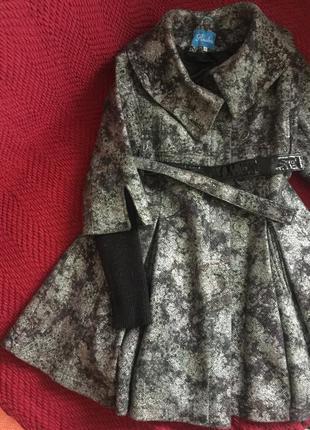 Пальто женственное, приталенное