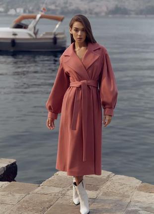 Женственное пальто темно-розового цвета