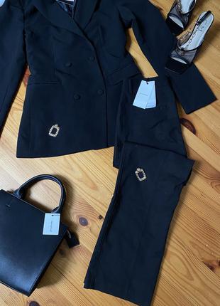 Костюм пиджак prettylittlething и брюки stradivarius