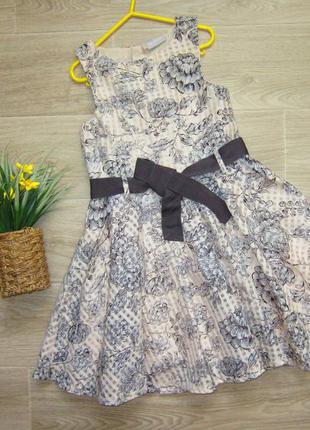 Очень красивое платье на 9  лет,длина 72  см.  пышное.