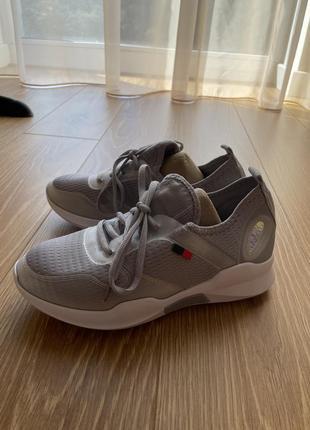 Спортивные кроссовки обувь